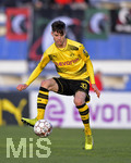08.01.2018,  Fussball 1.Liga 2017/2018,  Wintertrainingslager von Borussia Dortmund in Marbella in Spanien, Testspiel, SV Zulte Waregem - BVB Dortmund, im Estadio Municipal de Marbella, Julian Weigl (Dortmund) am Ball.
