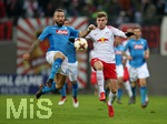22.02.2018, Fussball UEFA Europa League 2017/2018,  Zwischenrunde, RB Leipzig - SSC Neapel, in der Red Bull Arena Leipzig. v.l. Lorenzo Tonelli (SSC Neapel) gegen Timo Werner (RB Leipzig)