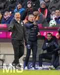 24.02.2018,  Fussball 1.Liga 2017/2018, 24.Spieltag,  FC Bayern München - Hertha BSC Berlin, in der Allianz Arena München. v.li: Trainer Pal Dardai (Hertha BSC Berlin) und Co-Trainer Rainer Widmayer (Hertha BSC Berlin)