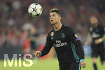 25.04.2018, Fussball UEFA Champions League 2017/2018, Halbfinale Hinspiel, FC Bayern München - Real Madrid, in der Allianzarena München.     Christiano Ronaldo (Real Madrid) am Ball.