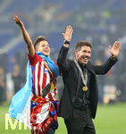 16.05.2018,  Fussball UEFA Europa-League Finale 2018, Olympique Marseille - Atletico Madrid, im Parc Olympique Lyonnais. Atletico Madrid gewinnt die Europa League, Trainer Diego Simeone (re., Atletico Madrid)