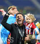 16.05.2018,  Fussball UEFA Europa-League Finale 2018, Olympique Marseille - Atletico Madrid, im Parc Olympique Lyonnais. Atletico Madrid gewinnt die Europa League , Trainer Diego Simeone (Atletico Madrid) mit Tochter Francesca