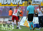 26.07.2018, Fussball UEFA Europa League 2018/2019,  2. Qualifikationsrunde, RB Leipzig - BK Häcken, in der Red Bull Arena Leipzig. Jubel v.l. Torschütze Matheus Cunha (RB Leipzig) und Trainer / Sportdirektor Ralf Rangnick (RB Leipzig) zum Tor zum 2:0