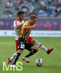 26.07.2018, Fussball UEFA Europa League 2018/2019,  2. Qualifikationsrunde, RB Leipzig - BK Häcken, in der Red Bull Arena Leipzig. v.l. Marcelo Saracchi (RB Leipzig) im Zweikampf mit Adam Andersson (BK Häcken)