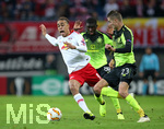 25.10.2018, Fussball UEFA Europa League 2018/2019, Gruppenphase, 3.Spieltag, RB Leipzig - Celtic Glasgow, in der Red Bull Arena Leipzig. (L-R) Yussuf Poulsen (RB Leipzig) gegen Eboue Kouassi (Celtic Glasgow) und Mikael Lustig (Celtic Glasgow)