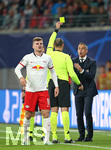 02.10.2019, Fussball UEFA Champions League 2019/2020, Gruppenphase, 2.Spieltag, RB Leipzig - Olympique Lyon, in der Red Bull Arena Leipzig. (L-R) Timo Werner (RB Leipzig), Schiedsrichter Antonio Mateu Lahoz (Spanien) zeigt Trainer Sylvinho (Olympique Lyon) gelbe Karte