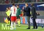 02.10.2019, Fussball UEFA Champions League 2019/2020, Gruppenphase, 2.Spieltag, RB Leipzig - Olympique Lyon, in der Red Bull Arena Leipzig. (L-R) Yussuf Poulsen (RB Leipzig) und Trainer Julian Nagelsmann (RB Leipzig)