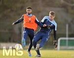 14.01.2020, Fussball 3. Bundesliga 2019/2020,  Trainingslager des TSV 1860 München in La Manga, Spanien. 2.Tag, Training am Nachmittag, v.li: Noel Niemann (TSV 1860 München) gegen Torwart Marco Hiller (TSV 1860 München)