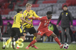 06.03.2021, Fussball 1. Bundesliga 2020/2021, 24. Spieltag, FC Bayern München - Borussia Dortmund, in der Allianz-Arena München. (L-R) Mahmoud Dahoud (Borussia Dortmund) und Julian Brandt (Borussia Dortmund) gegen Alphonso Davies (Bayern München)